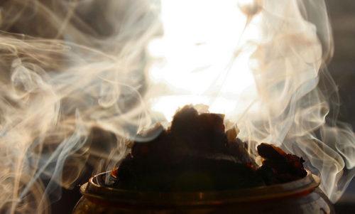 Окуривание помещения дымом от лавровых листьев дает хороший результат