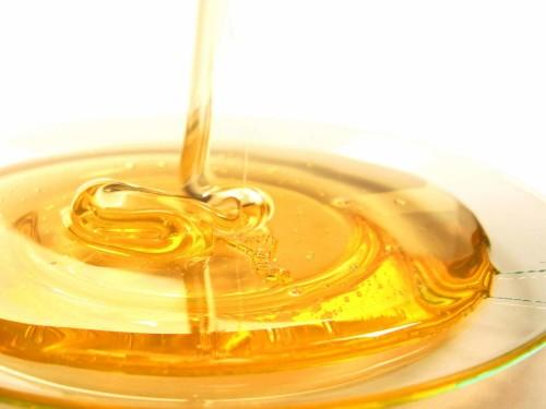Осы могут производить мед, однако он не такой ароматный и сладкий как у пчел
