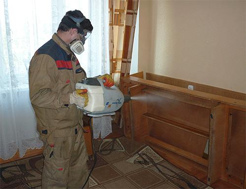 Обработка помещения генератором холодного тумана