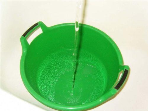 В доме не допускайте застаивания воды в емкостях