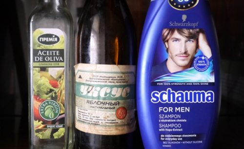 Смесь воды, уксуса, шампуня и растительного масла