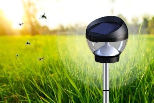 В борьбе с насекомыми применяют различные устройства для отпугивания